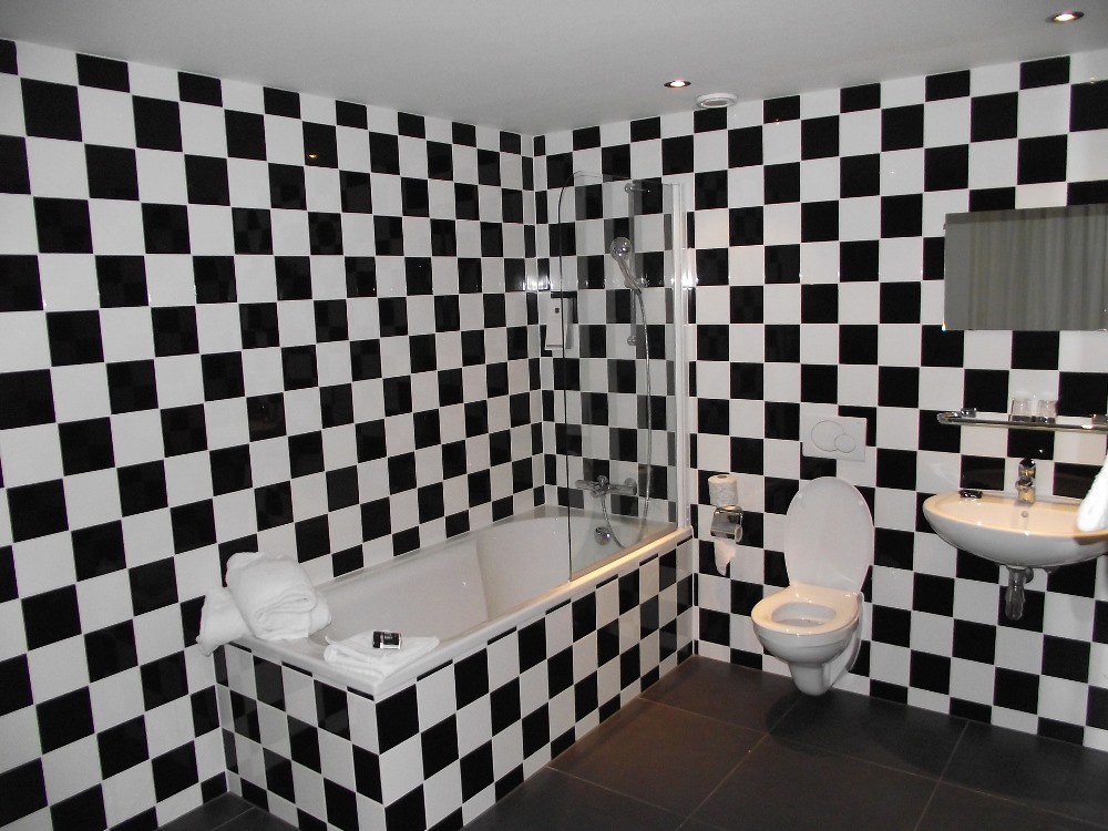 black and white subway tile bathroom ideas